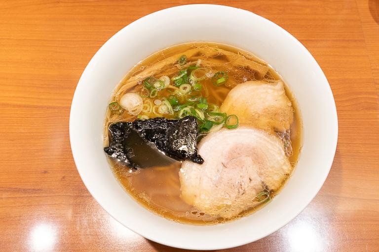 「醤油らぁ麺」1,000円。