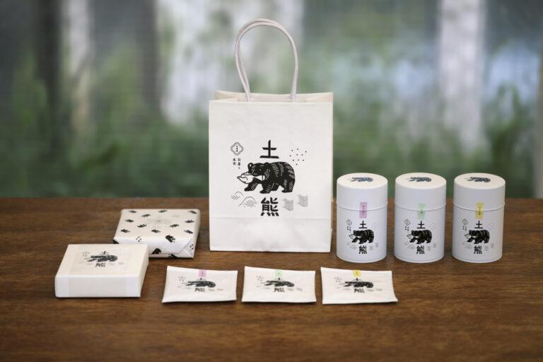 北海道の老舗茶舗〈お茶の土倉〉から生まれた〈土熊〉。ラベンダー、とうもろこし、ハッカという地産素材に茶師が合わせた茶葉は、鹿児島産の柔らかい味だ。決して強くないほのかな香りが、お茶の時間にちょうどいい。ティーバッグ詰め合わせ 3種6袋入り864円、お茶缶1,512円など。