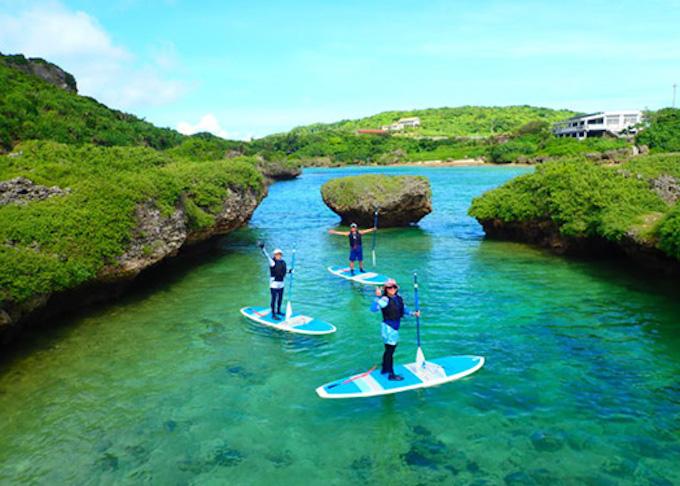 SUP以外にも、シュノーケリングやカヌークルージング、森探検など様々な島のアクティビティプランを用意。