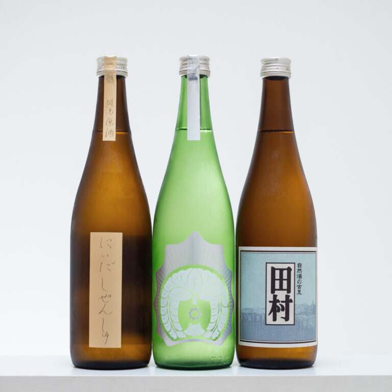 福島県郡山市にある1711年創業の老舗酒蔵「仁井田本家」。無肥料、無農薬の自然栽培米を使い、自然を生かした酒造りにファンが多い。