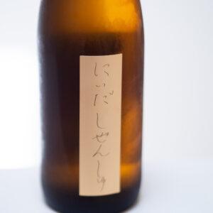 自然栽培米の旨みを存分に味わえる「にいだしぜんしゅ 純米原酒」