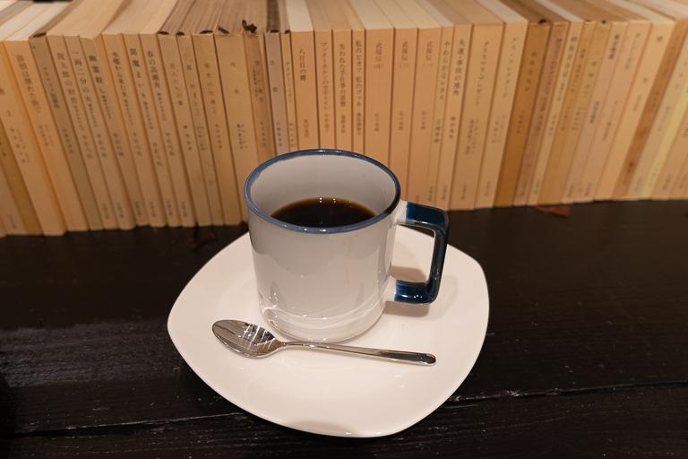 朝昼夜の3種類ある「黒澤文庫ブレンド」は660円。大きめのカップにたっぷり入っています。