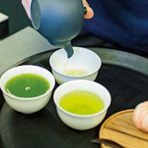 カネ十煎茶 特選茶園1,100円ほかお茶はすべてお茶請けありで二煎目まで。