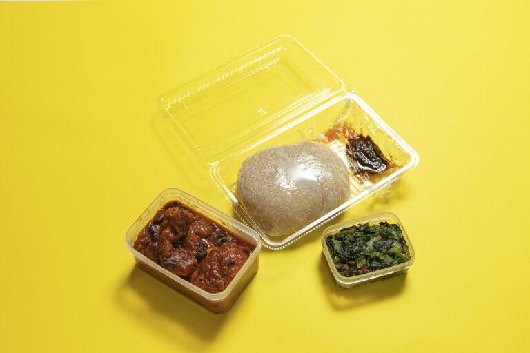 トマトソースにエバ、グリーン(ほうれん草)、シト(辛いペースト)がセット。