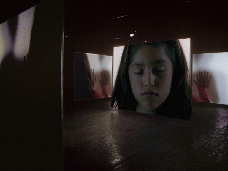 Doug Aitken, i am in you, 2000, Installation view: Galerie Hauser & Wirth & Presenhuber, Zürich, 2000, © Doug Aitken, Courtesy of the artist; 303 Gallery, New York; Galerie Eva Presenhuber, Zurich; Victoria Miro Gallery, London;and Regen Projects, Los Angeles