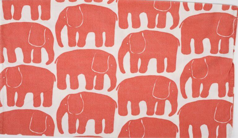 ライナ・コスケラ作「エレファンティ(象)」枕カバー寝具用生地(1969年)/タンペレ歴史博物館 所蔵. Finlayson R ©Finlayson Oy