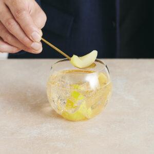 はじめに取っておいたフルーツを添える。
