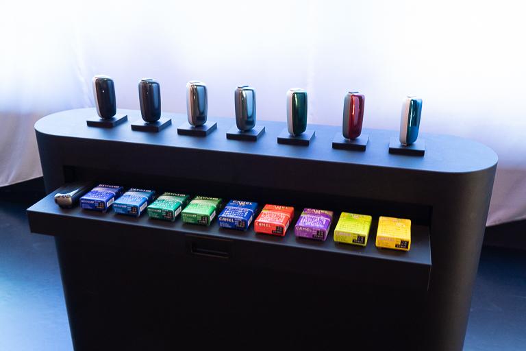「プルーム・エックス」用たばこスティックは「メビウス」4銘柄、「キャメル」8銘柄が用意されています。