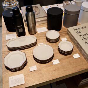 石川県の伝統的なやきもの「九谷焼」を絵付けせず、素地のままリファインした新しい九谷焼を提案する〈NOVEM〉の器。