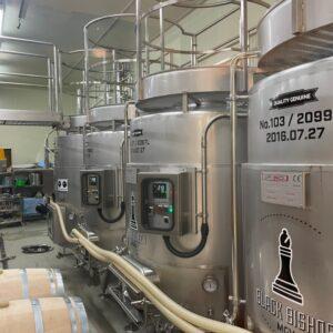 赤ワインのステンレス製樽