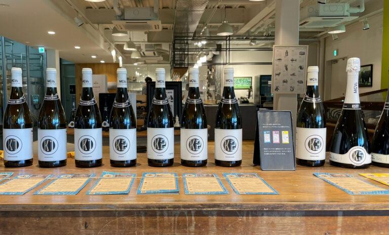 店頭販売されているワイン。おしゃれなデザインが贈り物にしても喜ばれそう。