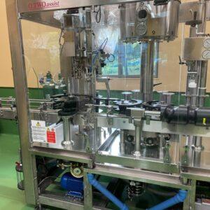 ワインを瓶詰めする機械。今回は特別に見学させていただきました。