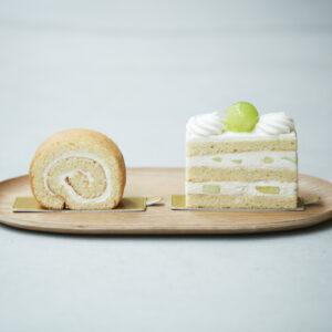生ケーキのほんのり茶色味を帯びた生地はキビ糖を使用している証。ロールケーキ540円、夏のショートケーキ(メロン)756円。