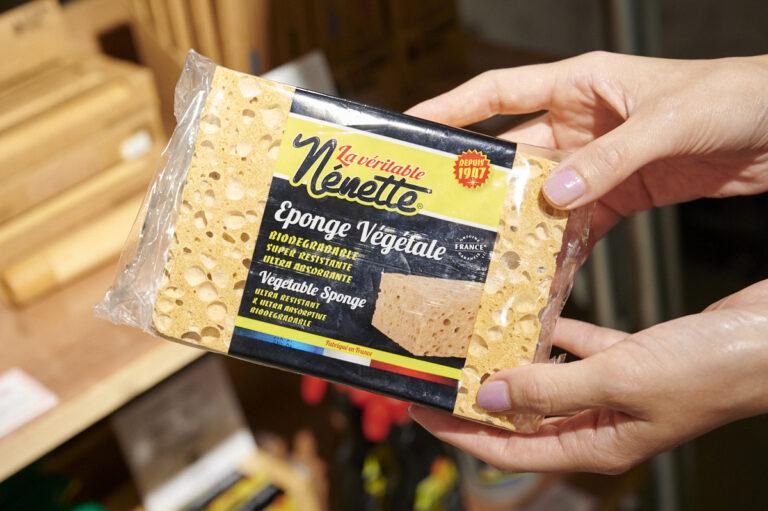 〈Nenette〉の「ベジタブルスポンジ」は、お風呂や住居の洗浄に。