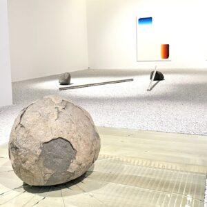 〈森美術館〉で見た、李禹煥さんの作品。