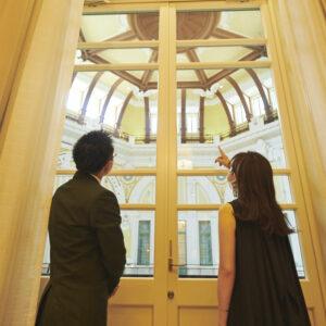 まずはドームレリーフが見られる窓際へ。