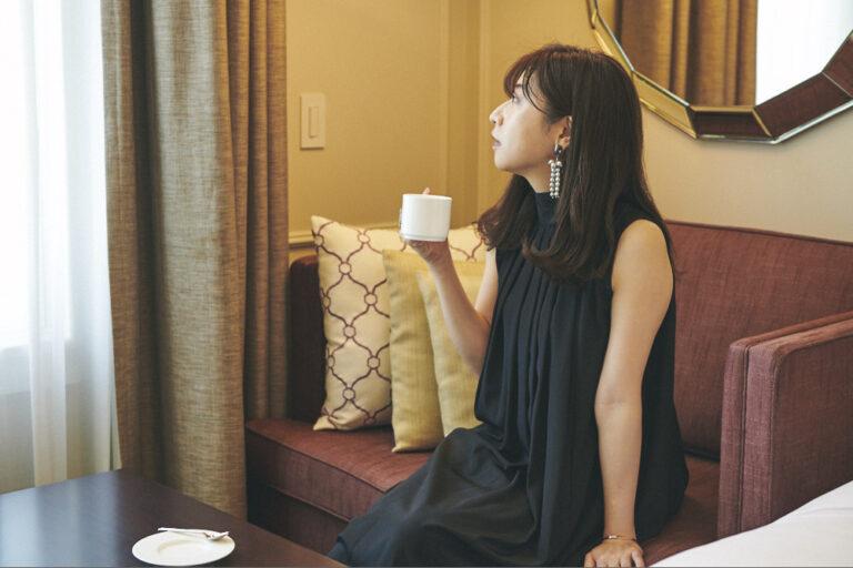 お茶をしながら、丸の内の景色を楽しみます。