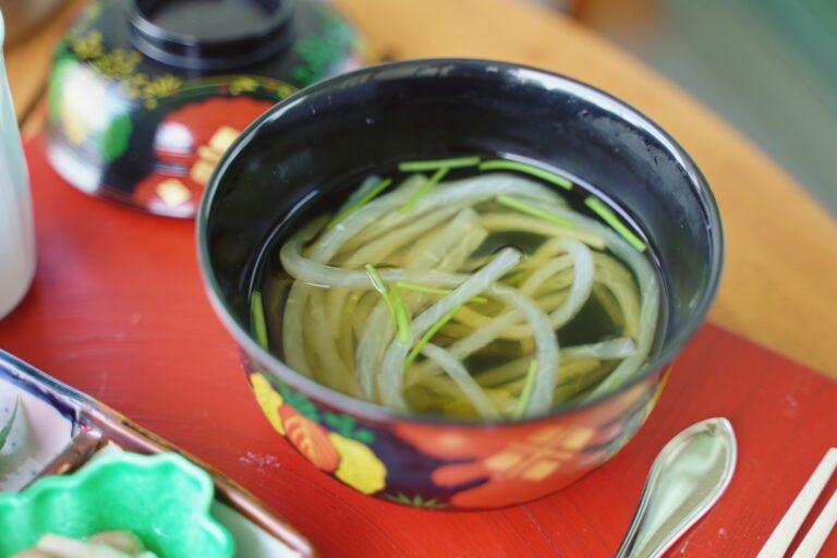 うるめ節とさば節を効かせた出汁の大根煮麺風。ファスティング明けの身体に、出汁の旨味が広がります。
