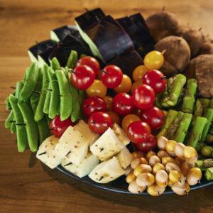 見目麗しい季節の野菜串は店の名物の一つ。