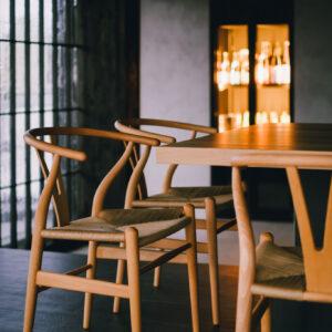 北欧家具のYチェアで快適。