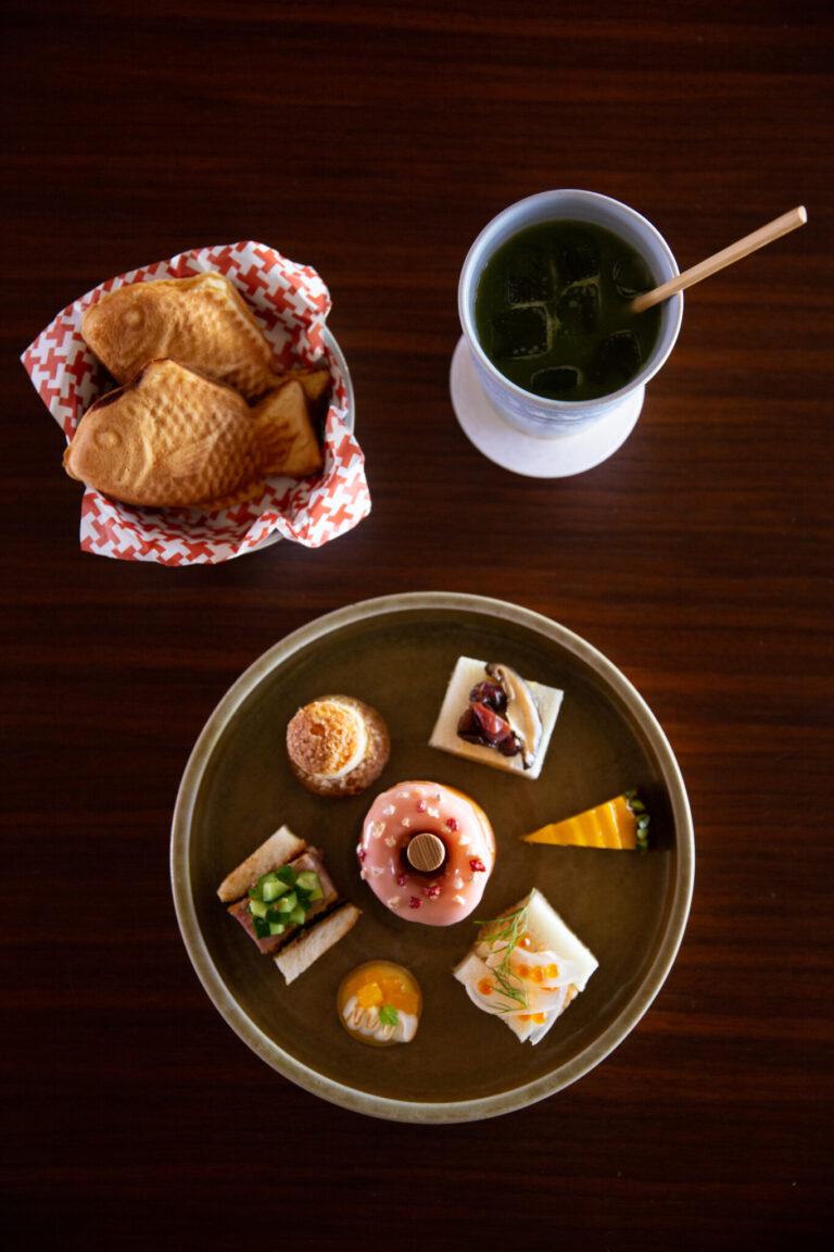 ワンドリンク付き「NINENZAKA TEA TIME」2,970円。サンドイッチ3種もついたお得なセット。