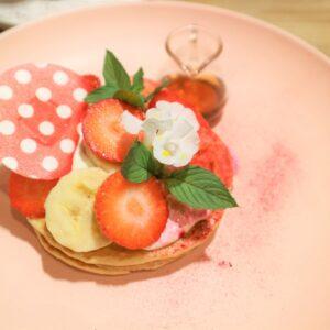 「キュートな料理研究家のピンクベリーパンケーキ~Minnie Style~」2,200円。