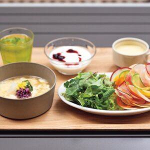 おすすめの朝食はサラダなどもついた「OMOrningリゾット」1,600円。