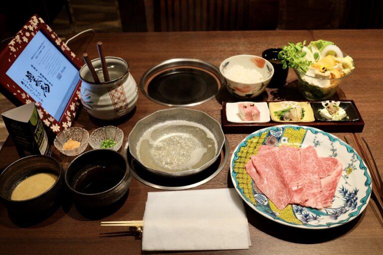 「A5ランク特選黒毛和牛のしゃぶしゃぶ御膳」(写真は120g)3,498円。