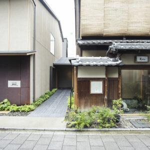 〈ZENBI〉と〈Zplus〉の建築は、向かいの〈ZENCAFE〉が入るビルも手がけた金澤富(IATSTUDIO/Architecs+)が担当。