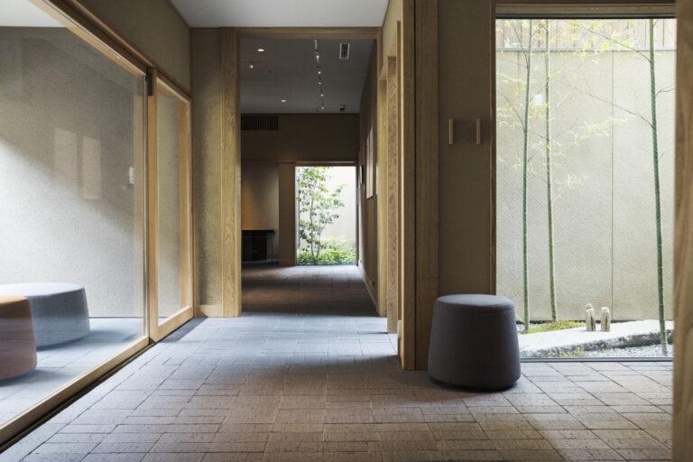 美術館は展示室3室と休憩室2室で構成される。