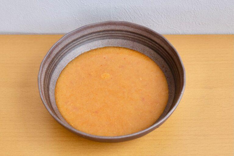 「野菜出汁を使った完熟トマトと海老のビスクスープ」756円。