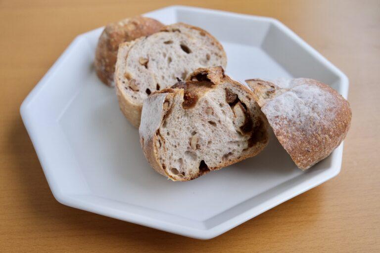 「噛むほどにおいしい いちじくとくるみのパン」。