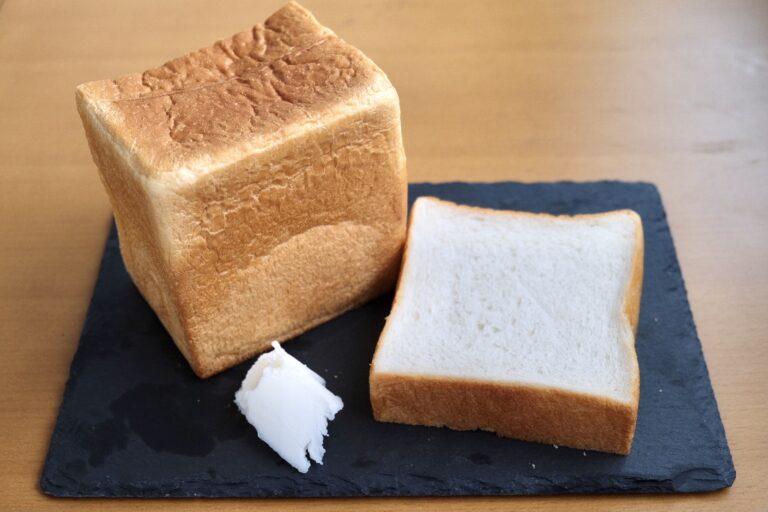 「耳までしっとり国産小麦の角食」。