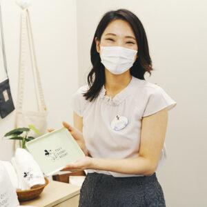 〈オリエンタルランド〉商品本部 販促担当の田中麻衣さん。