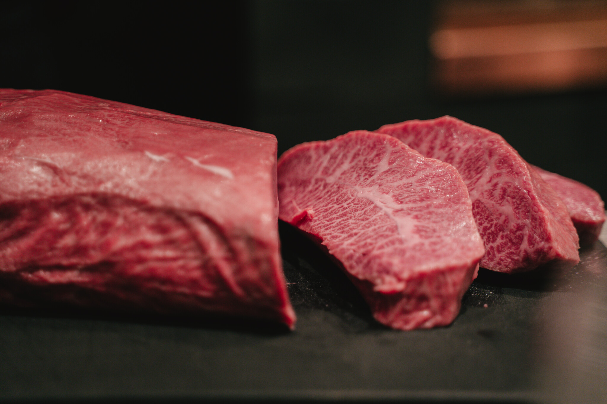 五感で楽しむ熟成肉。西麻布の体験型レストラン〈FIRE WOOD TOKYO〉がグランドオープン!