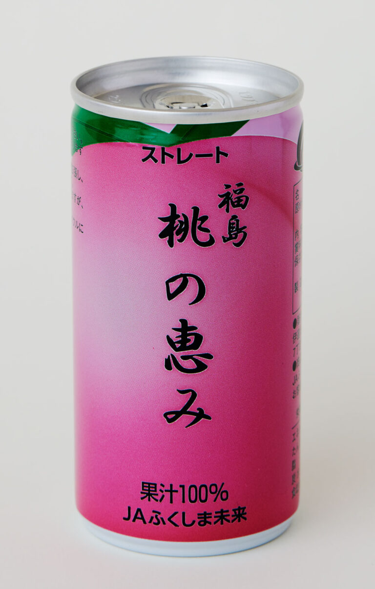 桃そのものを味わっているかのような果汁100%のストレートジュース。 さっぱりとした喉越しで甘すぎず、リピート必至の飲みやすさ。18本セット3,500円(関東は送料込み。メーカー小売り希望価格) 購入はこちらのサイトから。