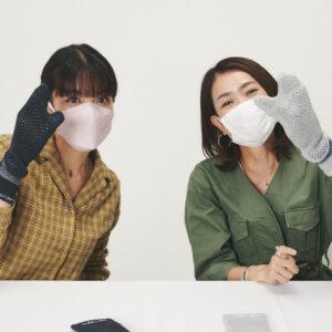 ソックスは足袋の形。「指の間にも滑り止めがあれば、手すりを掴みやすいかも!」と鈴木さん。