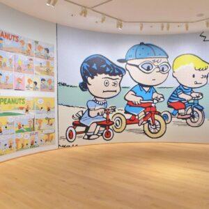 常設展では「スヌーピーとピーナッツ・ギャング」の複製原画やヴィンテージグッズを展示。