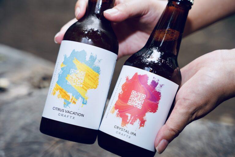 瓶の上のQRコードから、〈CRAFTX〉10%OFFクーポンや、誕生ストーリー、よりビールを楽しむためのコンテンツなどが配信されるニュースレターに登録できます。