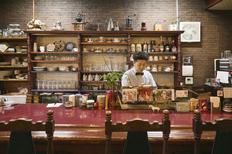 50年前から代々喫茶店が入っていた居抜き物件。造作はほぼ当時のまま。(店内は撮影禁止)