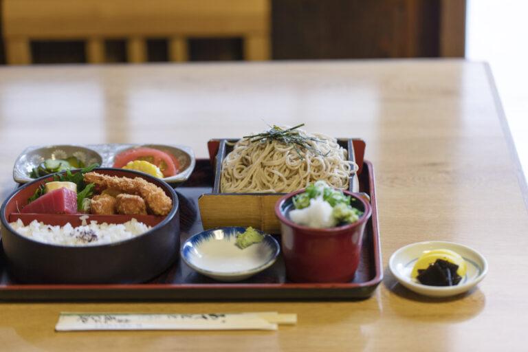 迷った時は「そば定食」、これで950円。