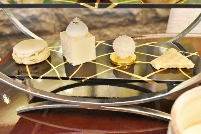 3段目は、白いスコーンなど、ホワイトチョコレートと相性の良い食材と合わせたスイーツが楽しめる。