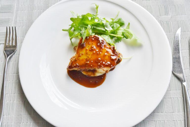 本日の魚料理「カジキマグロのピカタ」。