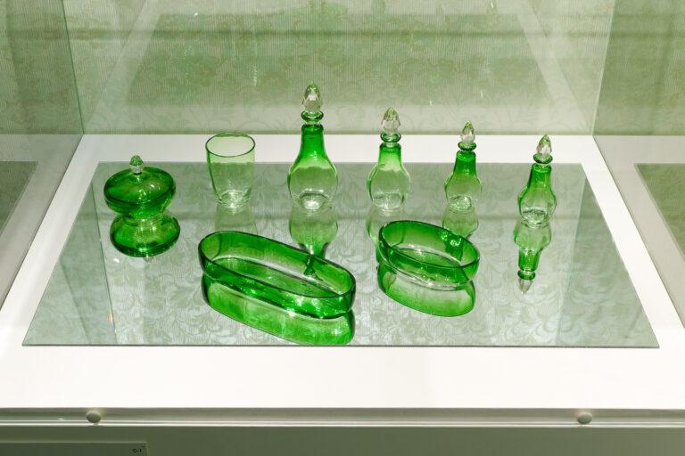 19世紀後半に作られた『緑色ガラス化粧セット』。 Photo:Yuya Furukawa