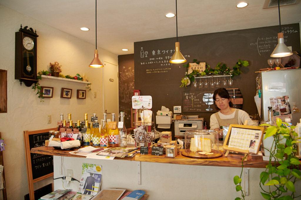 平日のランチは予約制。料理教室〈アトリエシュクレ〉を主宰する由紀子さんが担当しています。