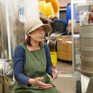 〈東京ワイナリー〉の醸造施設。ぶどうの発酵を安定させるために、中は20℃前後に保たれています。見学することも可能(要予約)。
