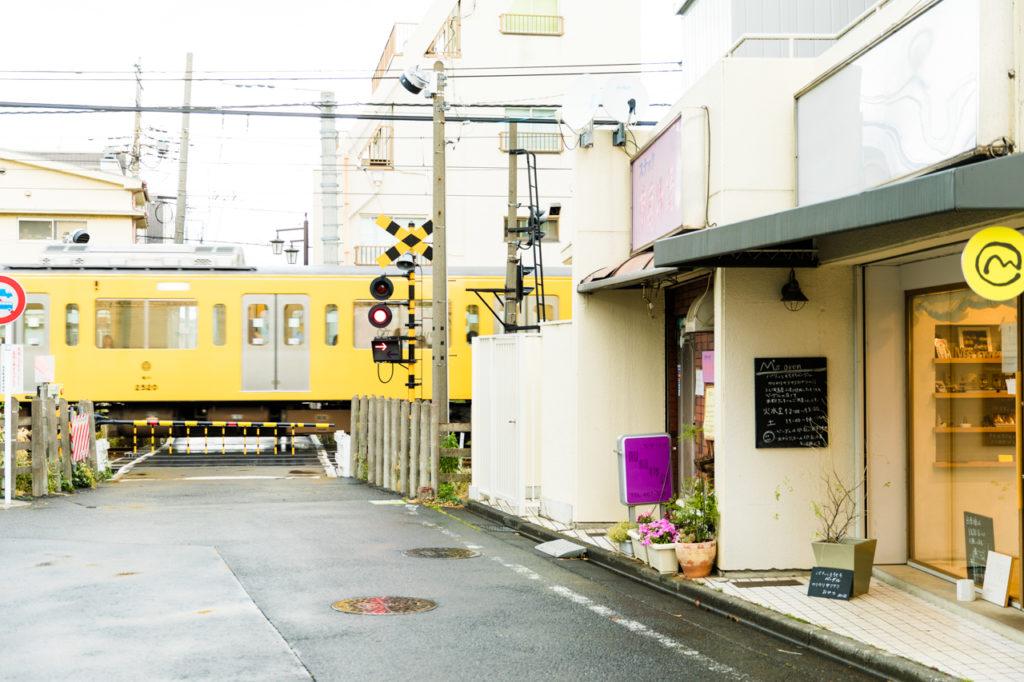 自宅と保育園の往復でこの道を毎日通っていて、相原さんはいまの店の物件を見つけたそう。