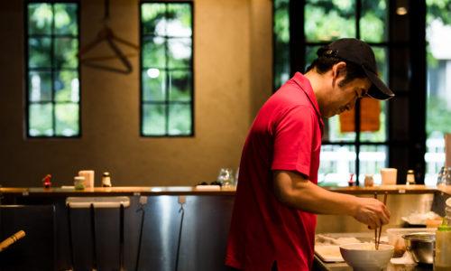 「おいしすぎておかわりしてしまったラーメンは生まれて初めてでした」と山田さんが太鼓判を押すラーメン店。いまでは飲食店経営者として尊敬し合い、お互いのお店の客同士という間柄です。