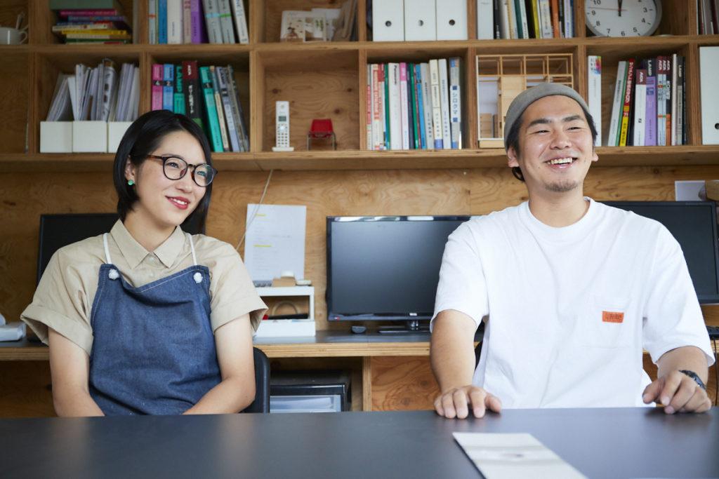 奥さんの季実子さんは家庭でも仕事でも、真之介さんの心強いパートナー。真之介さんいわく「じつは職人としてもけっこういい腕をしているんです」。
