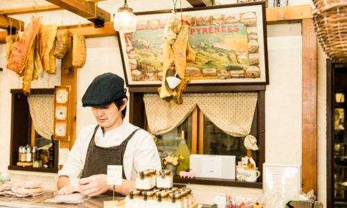 「道を極めたかった」というオーナーの中川萌さん。岐阜やフランスの名店での修業経験を経て、肉の解体から加工まで、すべての工程をひとりで担っているのがこの店の最大の強みかつ魅力です。